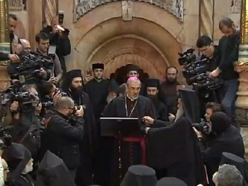 Msgr Pizzaballa Edicule Holy Sepulchre - March 22, 2017